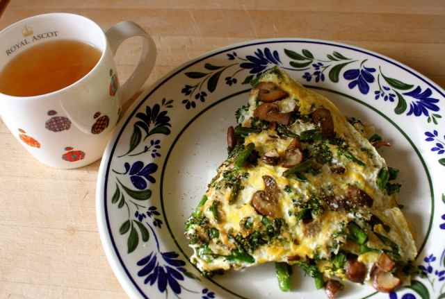 green tea and omelette