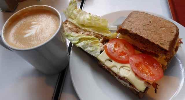 sandwich in LHM