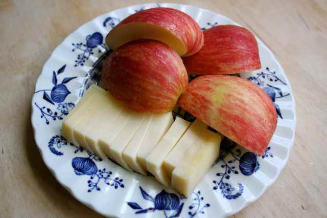 apple and Gruyere