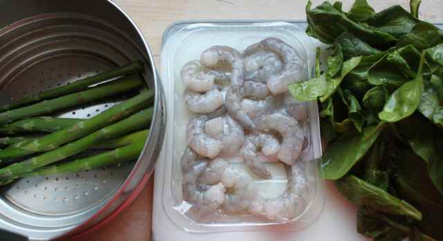 asparagus, prawns and spinach