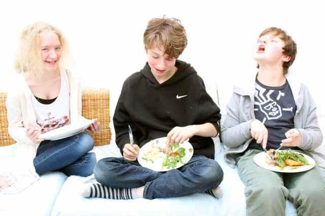 children eating Easter lunch