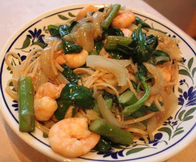 noodles, prawns and veg