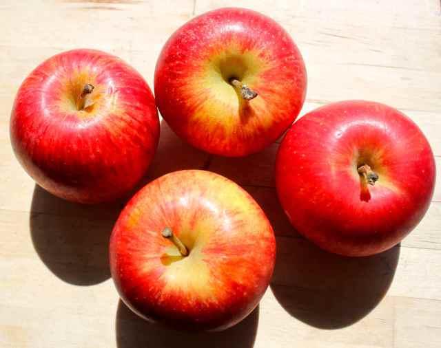 4 Gala apples