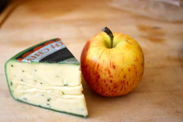 cheese with chives and apple