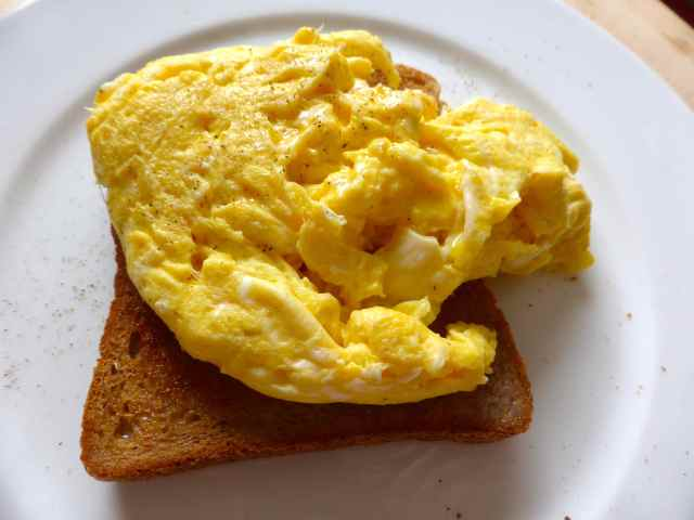 scrambled egg on toast 27-6