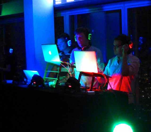 3 DJs
