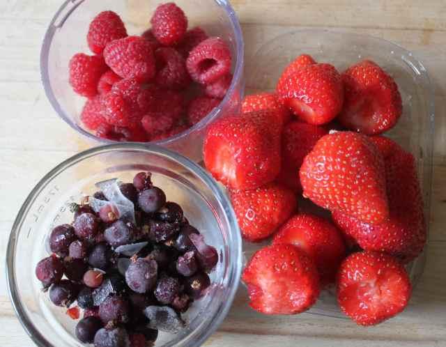 3 pots of berries