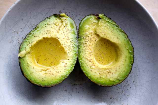 Avocado with lime juice and pepper