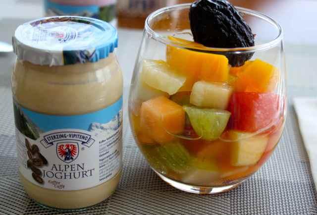 breakfast fruit and yogurt