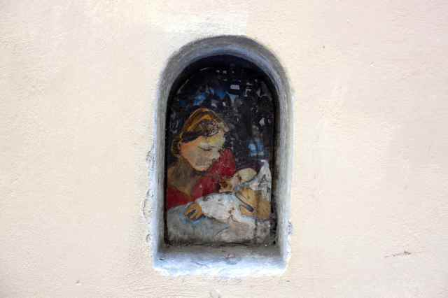 small picture in wall