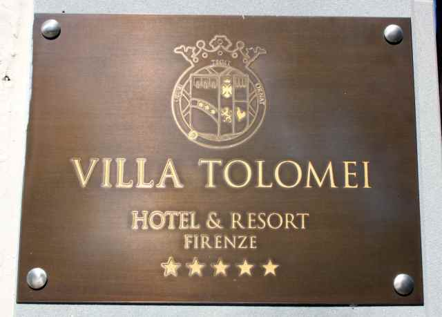 Villa Tolomei sign