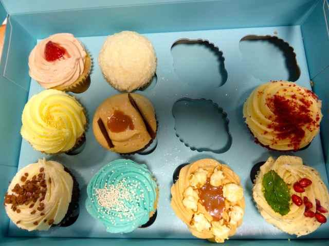 Lola's cupcakes box