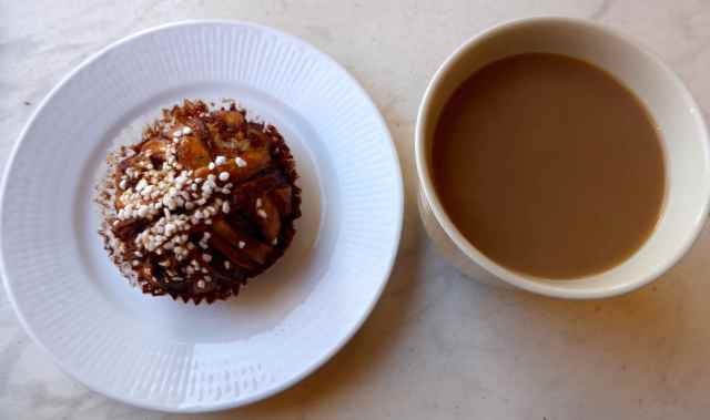 Cinnamon bun and Kaffe