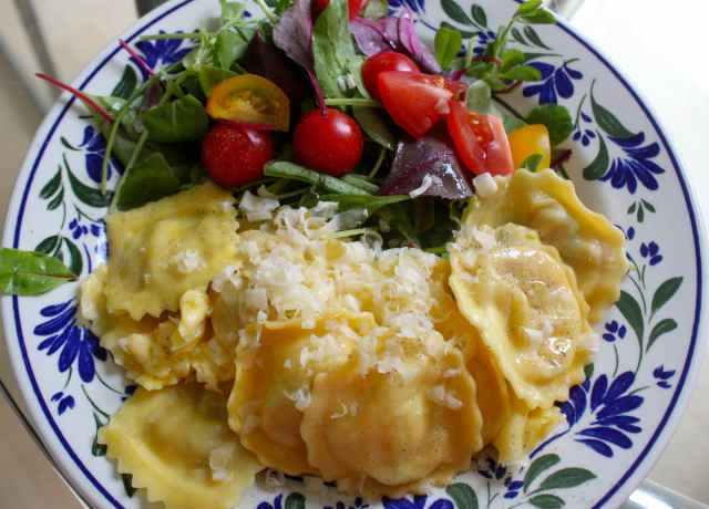 ravioli and salad 1