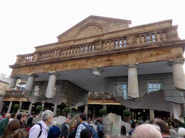 suspended building in Covent Garden 2