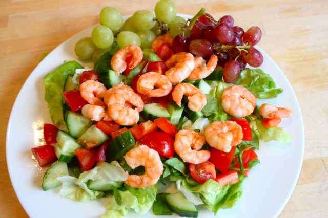 prawn salad with grapes