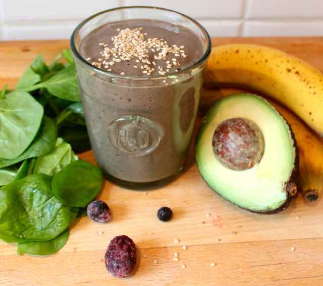smoothie with sesame seeds