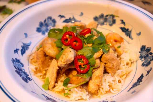Thai green chicken curry with prawns