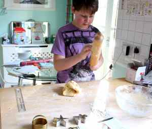 H with rolling pin