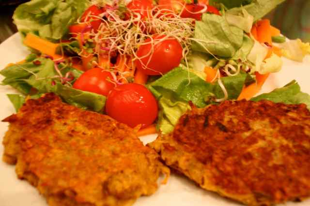 onion bhaji and salad