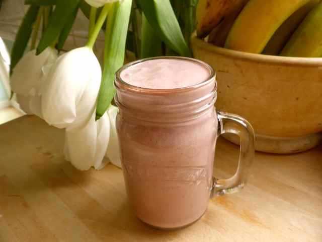 smoothie and tulips