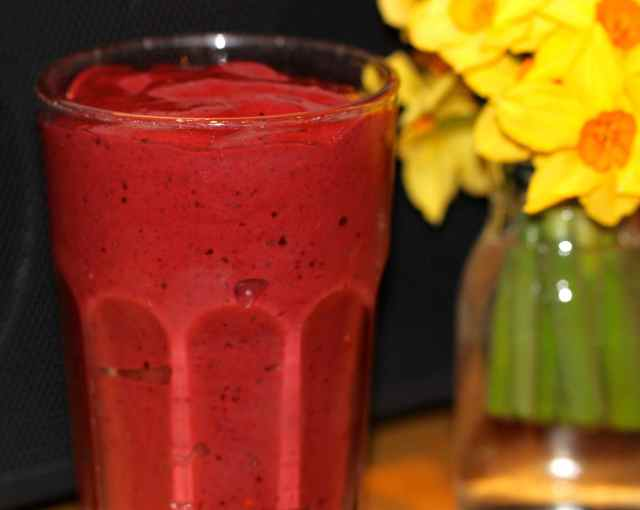 berry banana chocolate smoothie