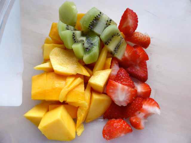 mango, kiwis, strawberries
