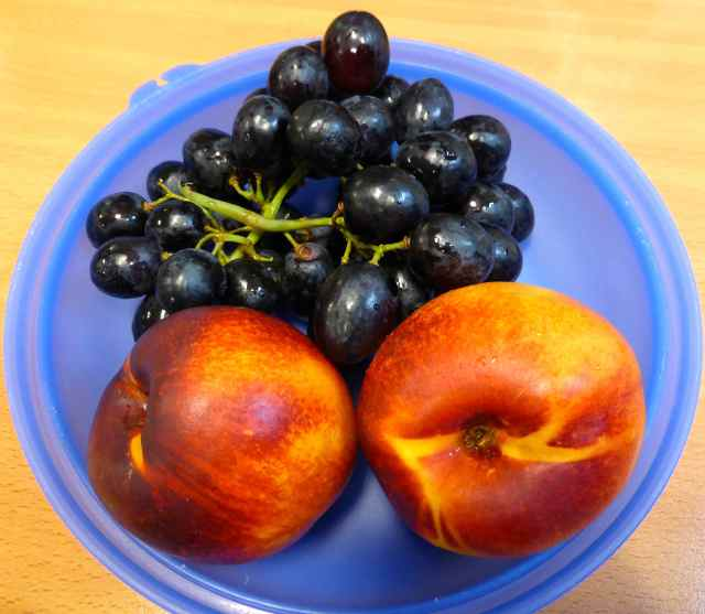 nectrines and grapes