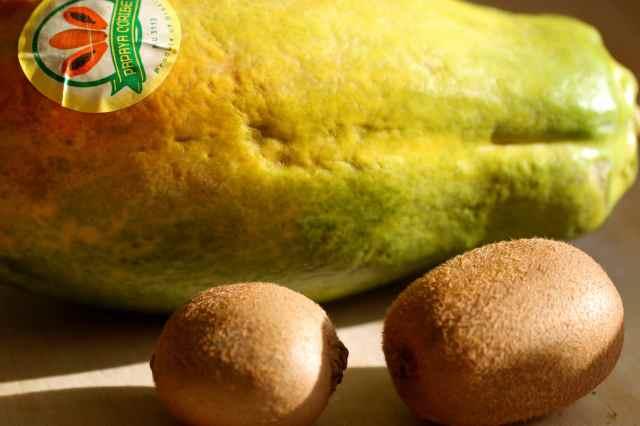papaya and 2 kiwis