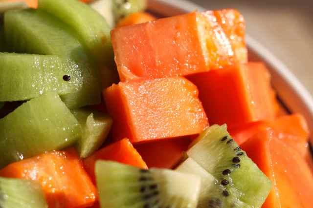 papaya and kiwi