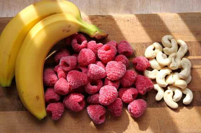 raspberry cashew bananas