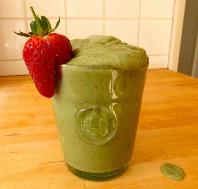 gren smoothie and strawberry