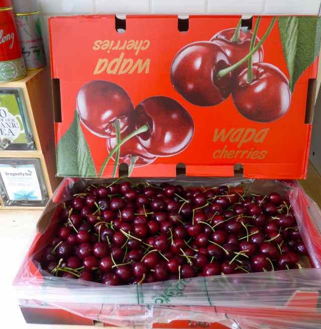 10 kilo box of cherries