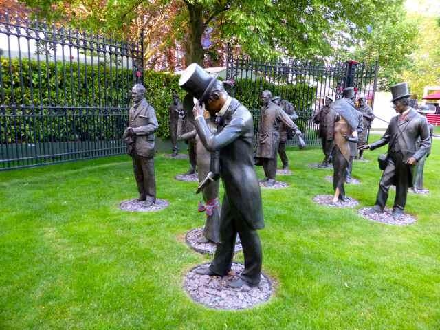 Ascot statues