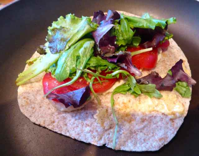 humius salad wrap