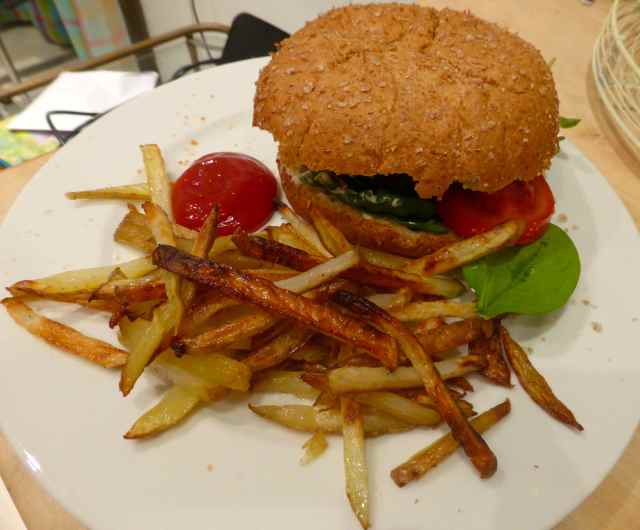 burger and chips vegan