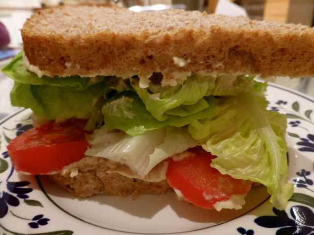 humous sandwich