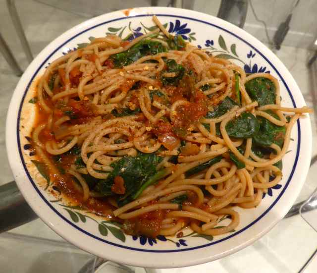 spaghetti with tomato and spinach